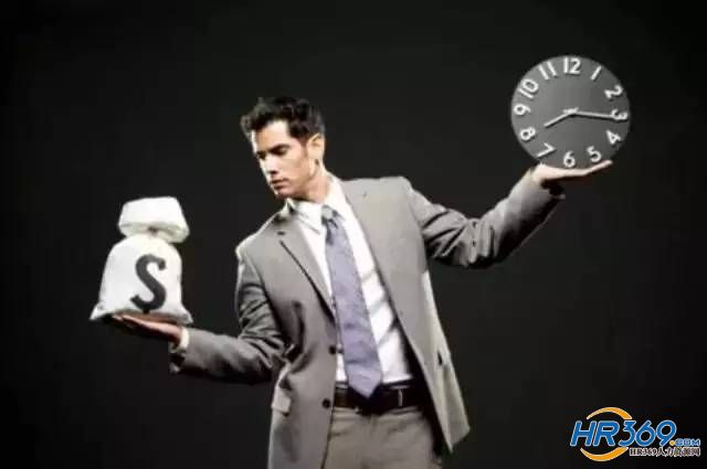 狡猾的老板:减少了年终奖,还让员工感激涕零!